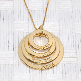 Why Engraved Names Necklaces are Meaningful?