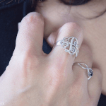Bague Monogramme Entrelacé -                          	How it looks in reality - Thumbnail - 6