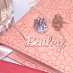 Boucles d'Oreilles Monogramme Ondulé -                          	How it looks in reality - Thumbnail - 0
