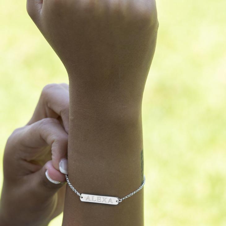 Classic Name Bar Bracelet - Model