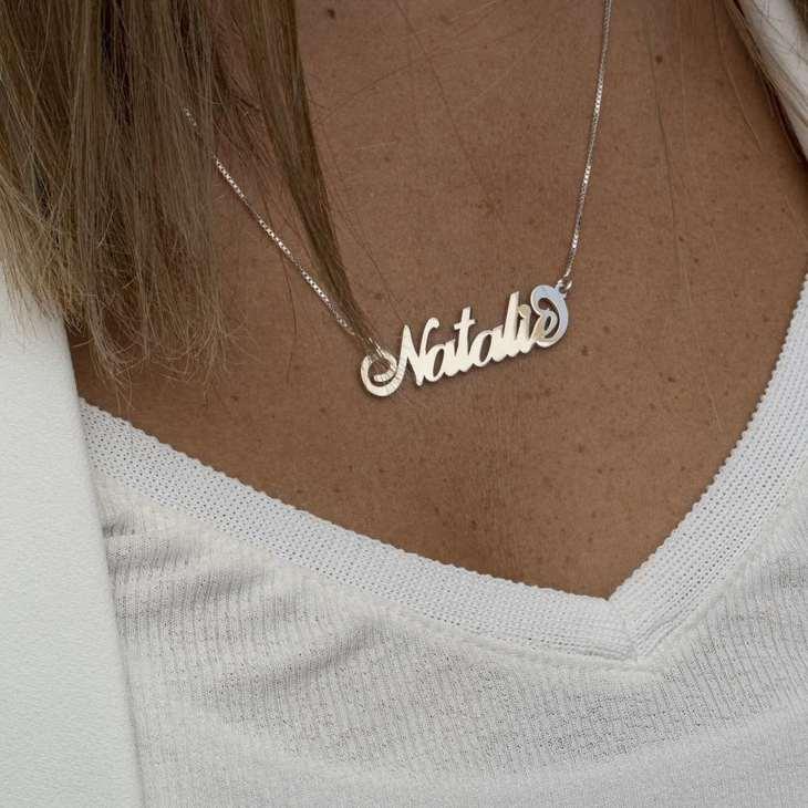 Collar con Nombre Carrie - Model