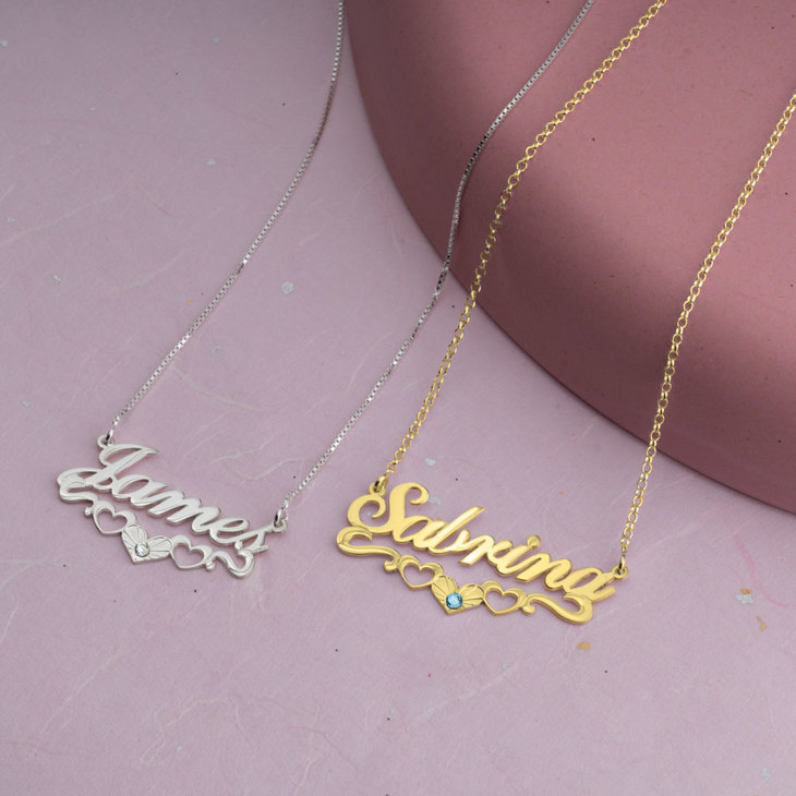 Name Necklace with underline Hearts - Model