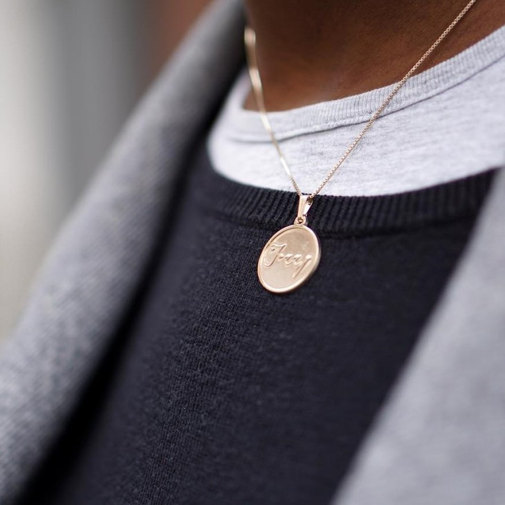 Disc Name Necklace - Model