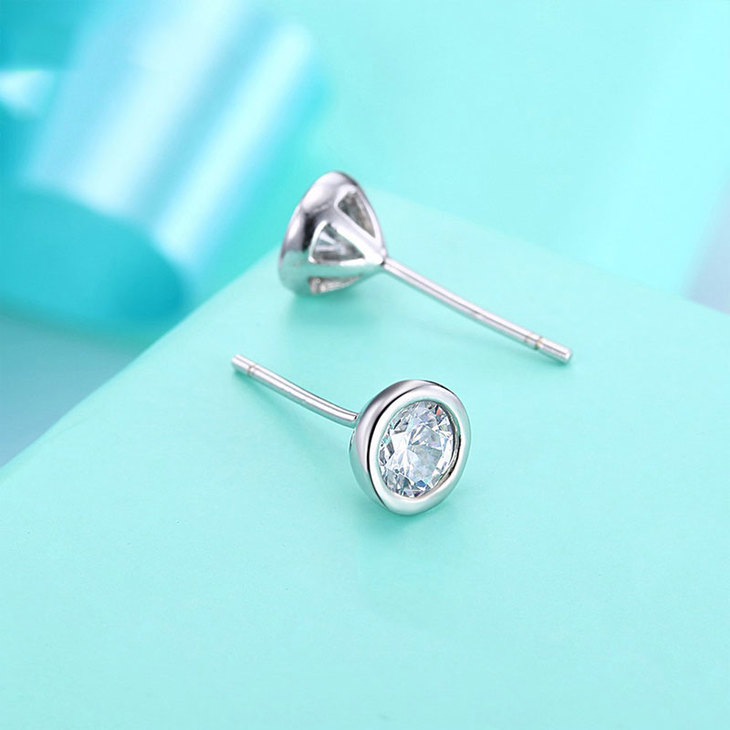 Cubic Zirconia Studs  - Picture 4
