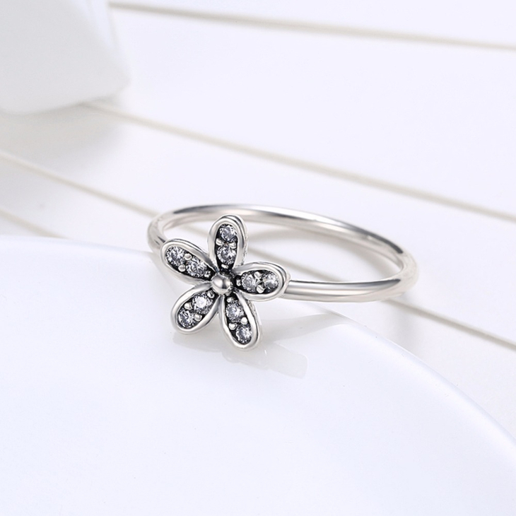 Flower Ring With Cubic Zirconia - Picture 3