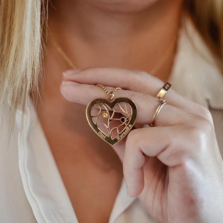 Collar Con Dije De Corazón con Piedras de Nacimiento - Model