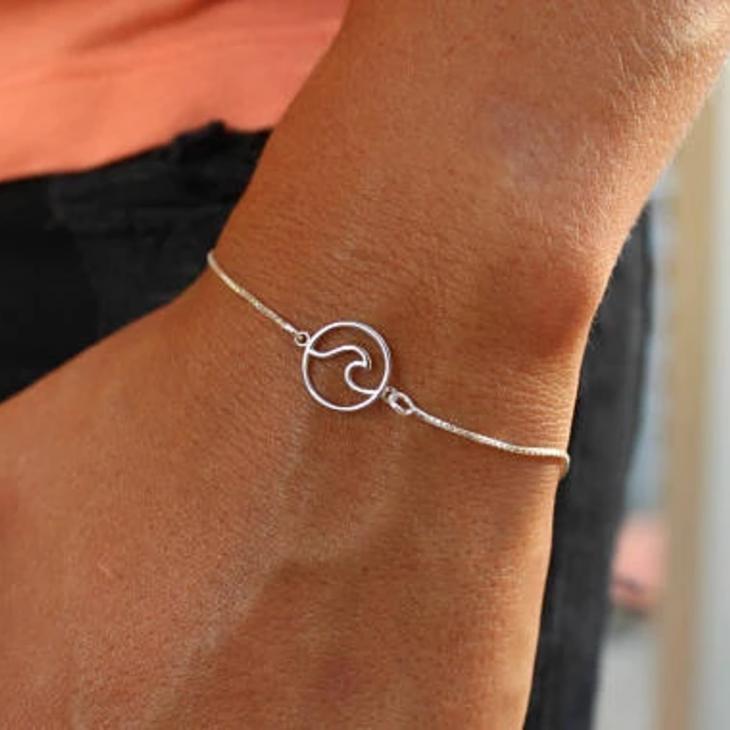Circle Wave Bracelet - Model