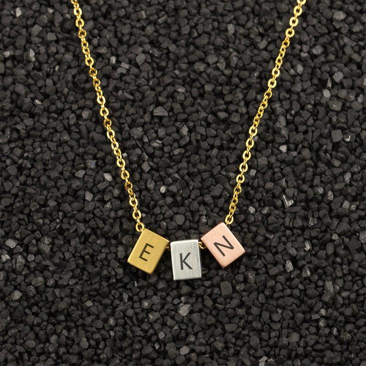 Three Tone Minimalist Necklace - Picture 3