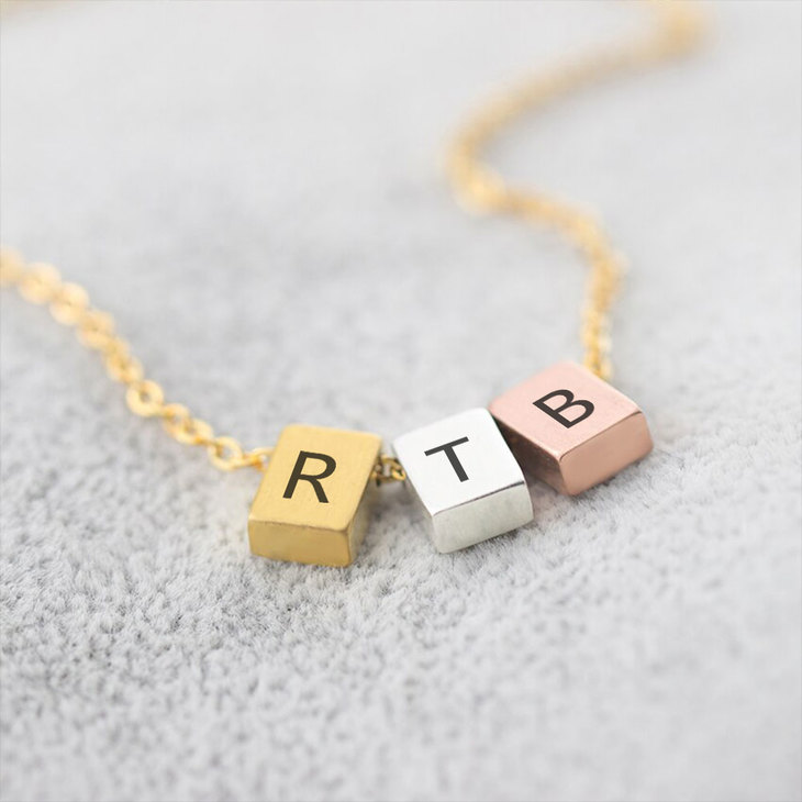 Three Tone Minimalist Necklace - Picture 4