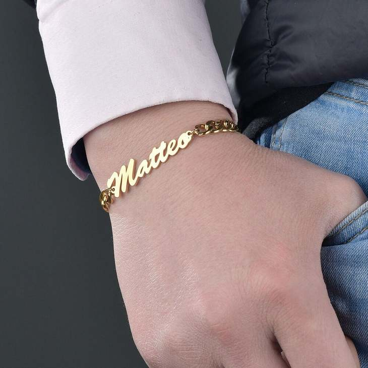 Curb Chain Name Bracelet - Model