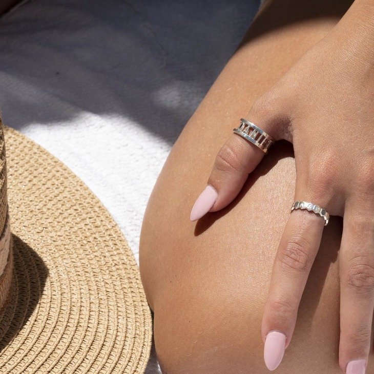 Cut Out Personalized Ring - Model